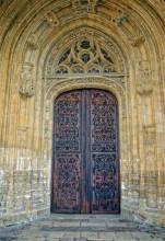 Puerta Derecha (Catedral Exterior)